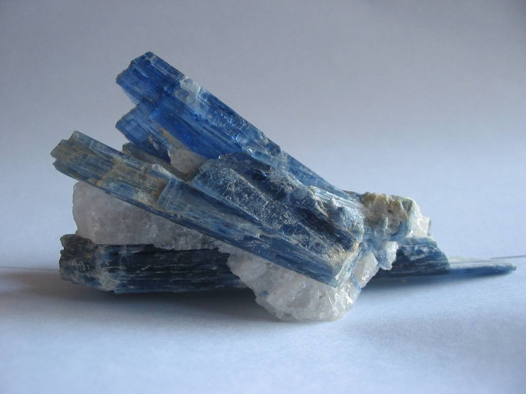 kyanite_crystals